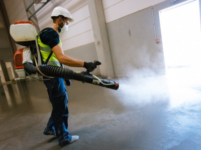 Applying a concrete curing agent - Rocland concrete curing agents